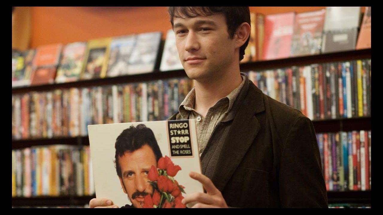 «Singularity», el primer sencillo del álbum de debut de Staytons.Johnny Depp (izq.) y Alice Cooper en una actuación de Hollywood Vampires. El grupo toca en festivales como Montreux y Hellfest
