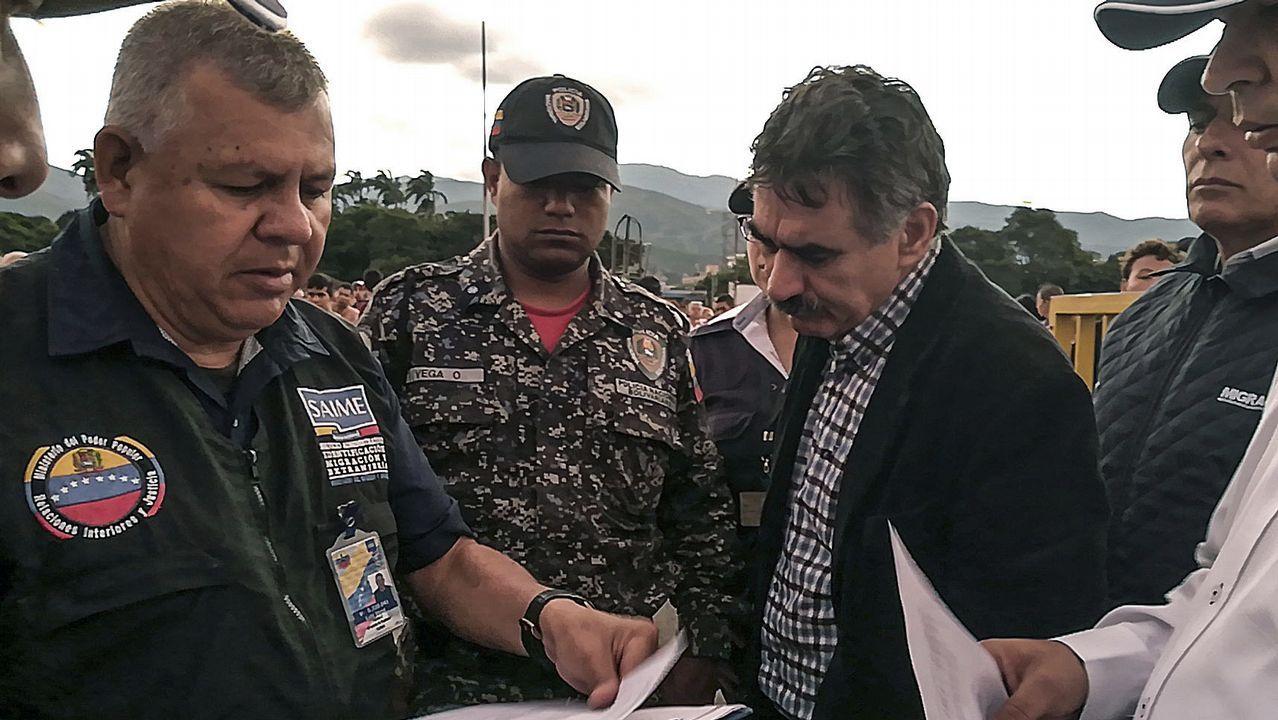 Venezuela se echa a la calle para reclamar elecciones libres.Oficiales colombianos de emigración hablan con Carlos Manuel Pino