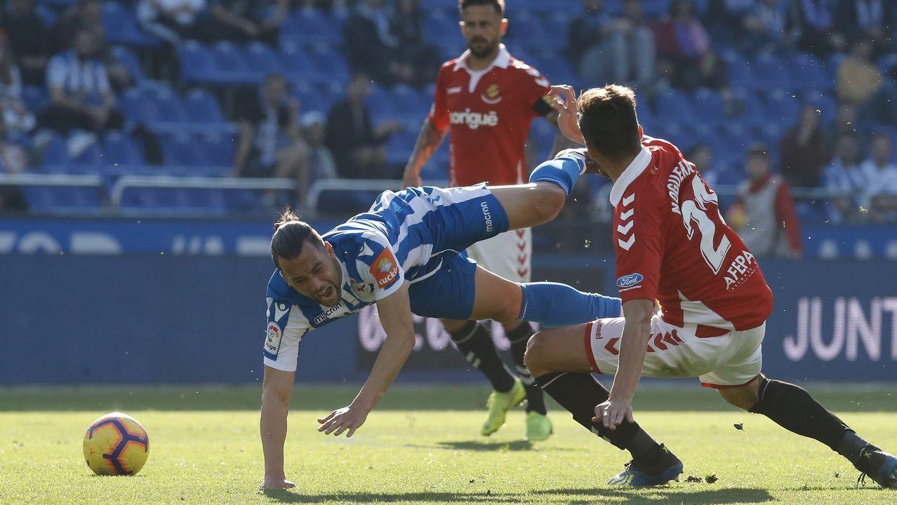 Christian Fernandez Real Oviedo Albacete Carlos Tartiere.Quique cae al suelo en un lance del partido del sábado contra el Nàstic
