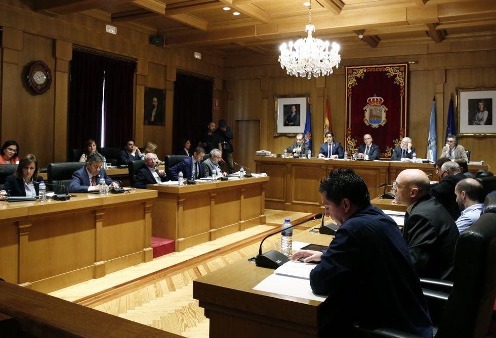 .Los diputados cobran kilometraje por asistir a plenos y otras reuniones de la institución.