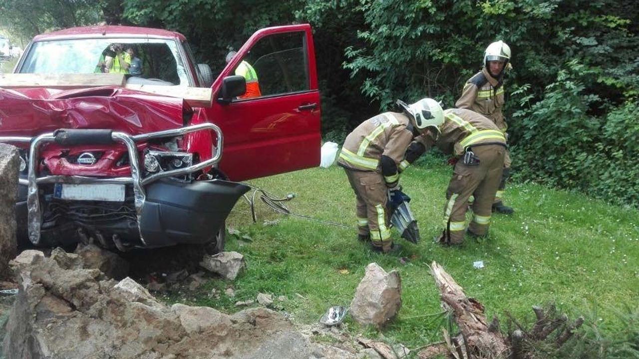 Bomberos llevando a cabo las tareas de rescate