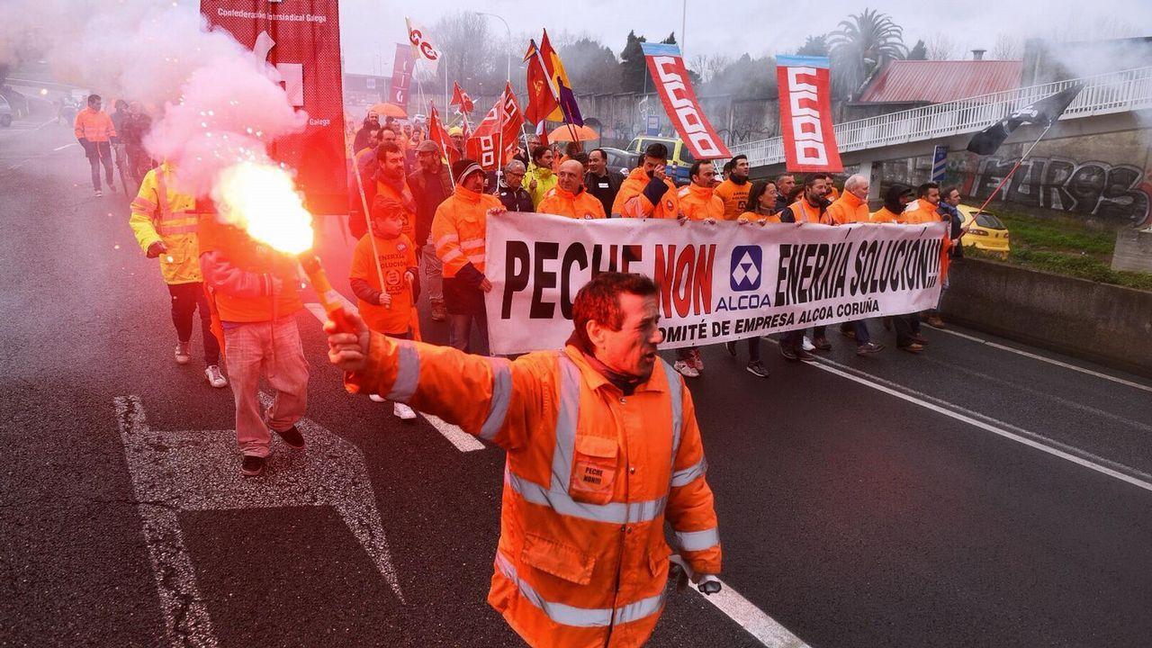 Los trabajadores de la planta de A Coruña vuelven a manifestarse para exigir  una solución  al conflicto