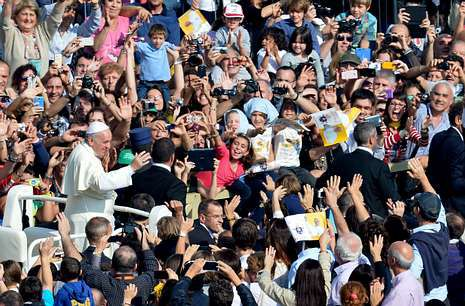 Raquel del Rosario.El papa tiene seguidores incondicionales, que esperan horas para verlo y sacan fotos a su paso.