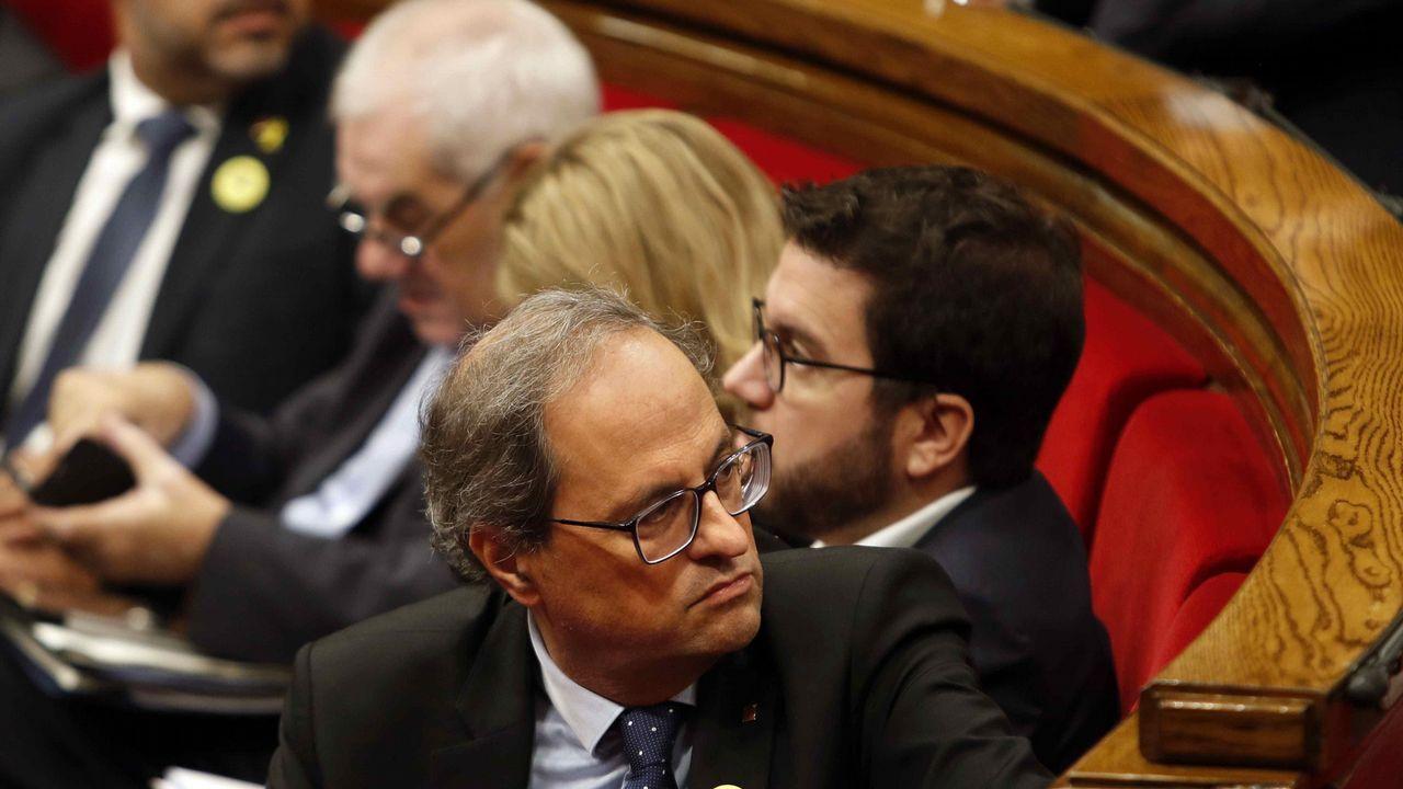 En directo: el Gobierno explica el pacto presupuestario con Podemos.Los Mossos ante el Parlamento Catalán durante la jornada del referendo ilegal del 1-O