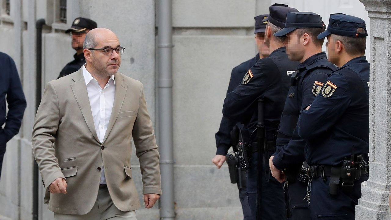 La CUP anuncia una abstención que permitirá a Quim Torra ser elegido presidente de la Generalitat.Los diputados de En Marea en el Congreso