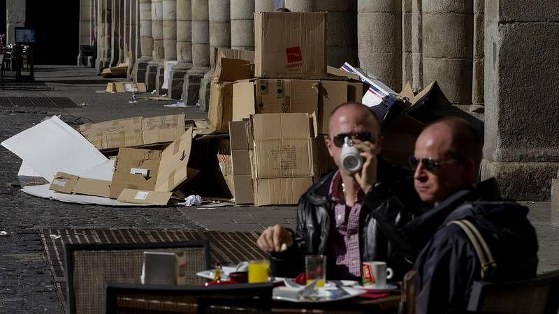 La basura toma Madrid por segundo día.Ana Botella supervisó esta madrugada las labores de Tragsa
