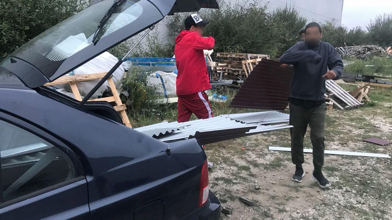 La A-8 cortada porel choque entre una autocaravana y un camión