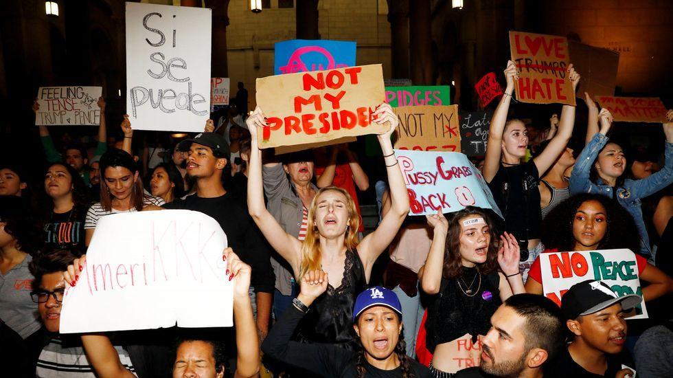 La reaparición de Hillary Clinton.La repulsa por la victoria de Trump está siendo especialmente intensa en California.