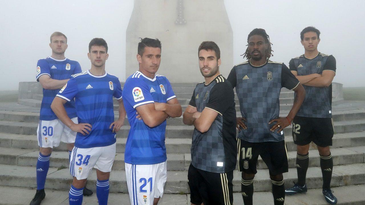 Cortina, Jimmy, Berjón, Diegui, Boateng y Steven posan con las equipaciones