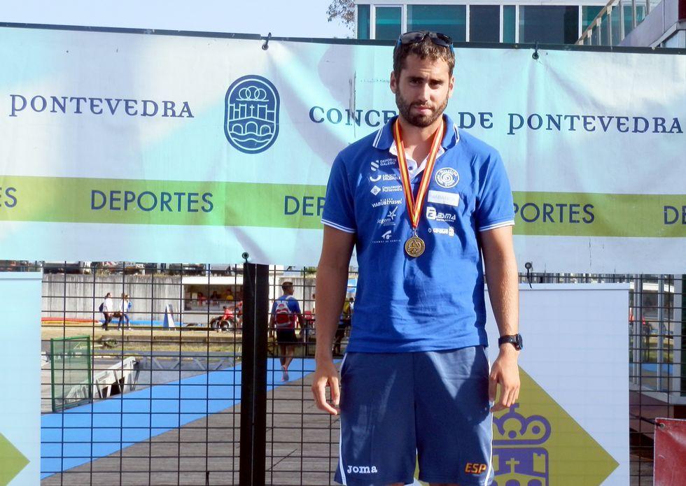 .El vilagarciano Diego Romero le ganó ayer la partida en el C-1 1.000 al cesureño André Oliveira, tercero.