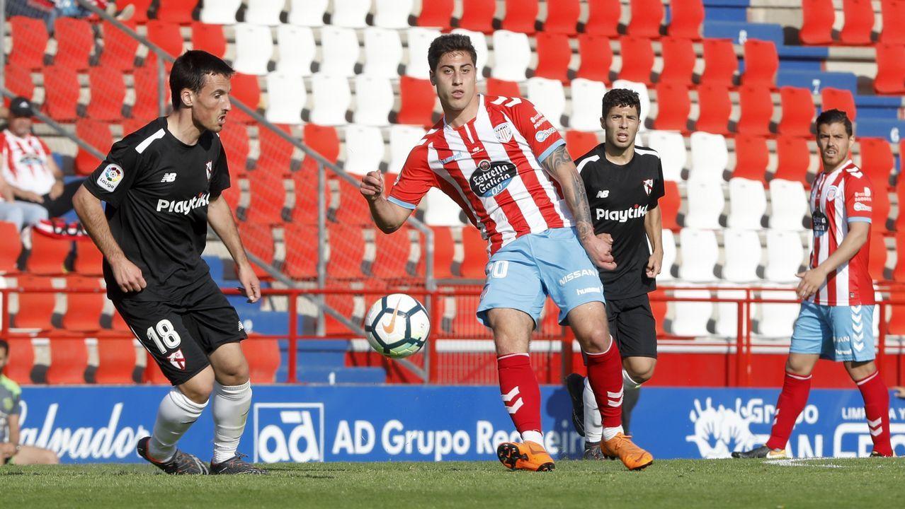 Linares gol Real Oviedo Lorca Carlos Tartiere.Los futbolsitas azules celebran el primer gol de Linares ante el Lorca