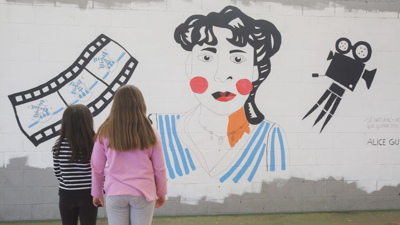 Pintadas contra el vandalismo en el colegio Bergantiños: ¡las imágens!