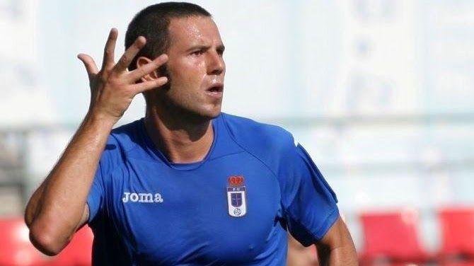 Yoel Barcenas Real Oviedo Reus Carlos Tartiere.Diego Cervero celebra su gol número 100 al estilo de Michu