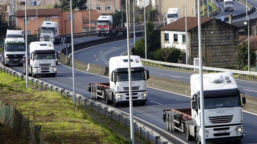 Un bufete vigués prepara la demanda de 527 camioneros contra cinco fabricantes por inflar precios