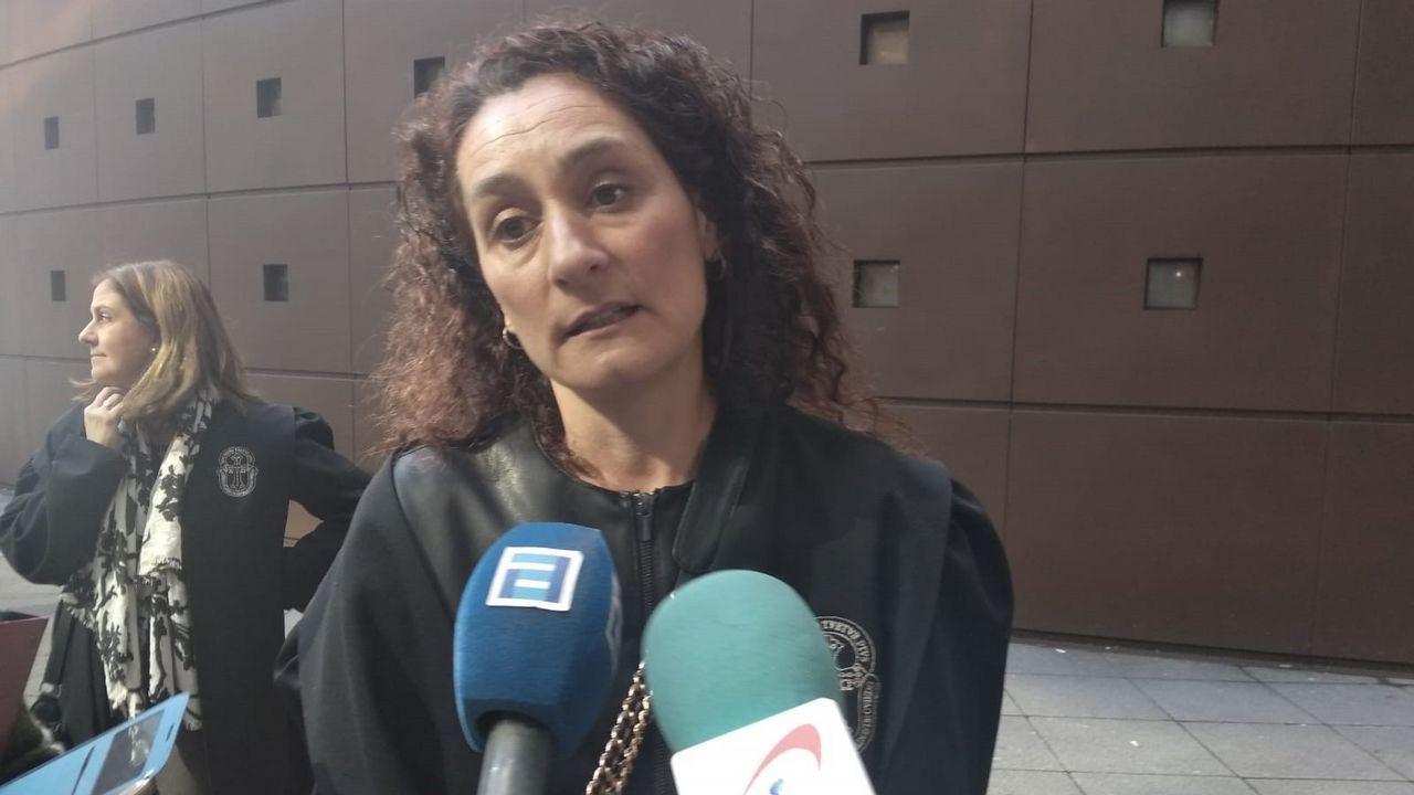 Unafamilia francesa que busca sus orígenes en Asturias.La letrada de la acusación particular, Bibiana de la Puente