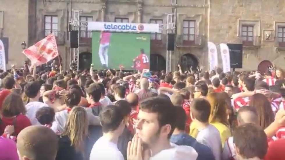 Búscate en la grada del Carlos Tartiere.Afición Sporting