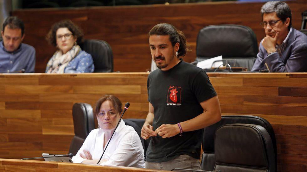 Daniel Ripa y Ramón Argüelles, encabezaron las delegaciones de Podemos e IU que se reunieron en la Junta General del Principado.Gaspar Llamazares