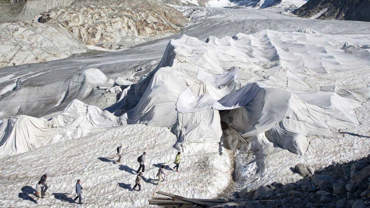 Detenido en Francia el ex dirigente de ETA Josu Ternera. El glaciar del Ródano cubierto con mantas especiales para evitar que se derrita.