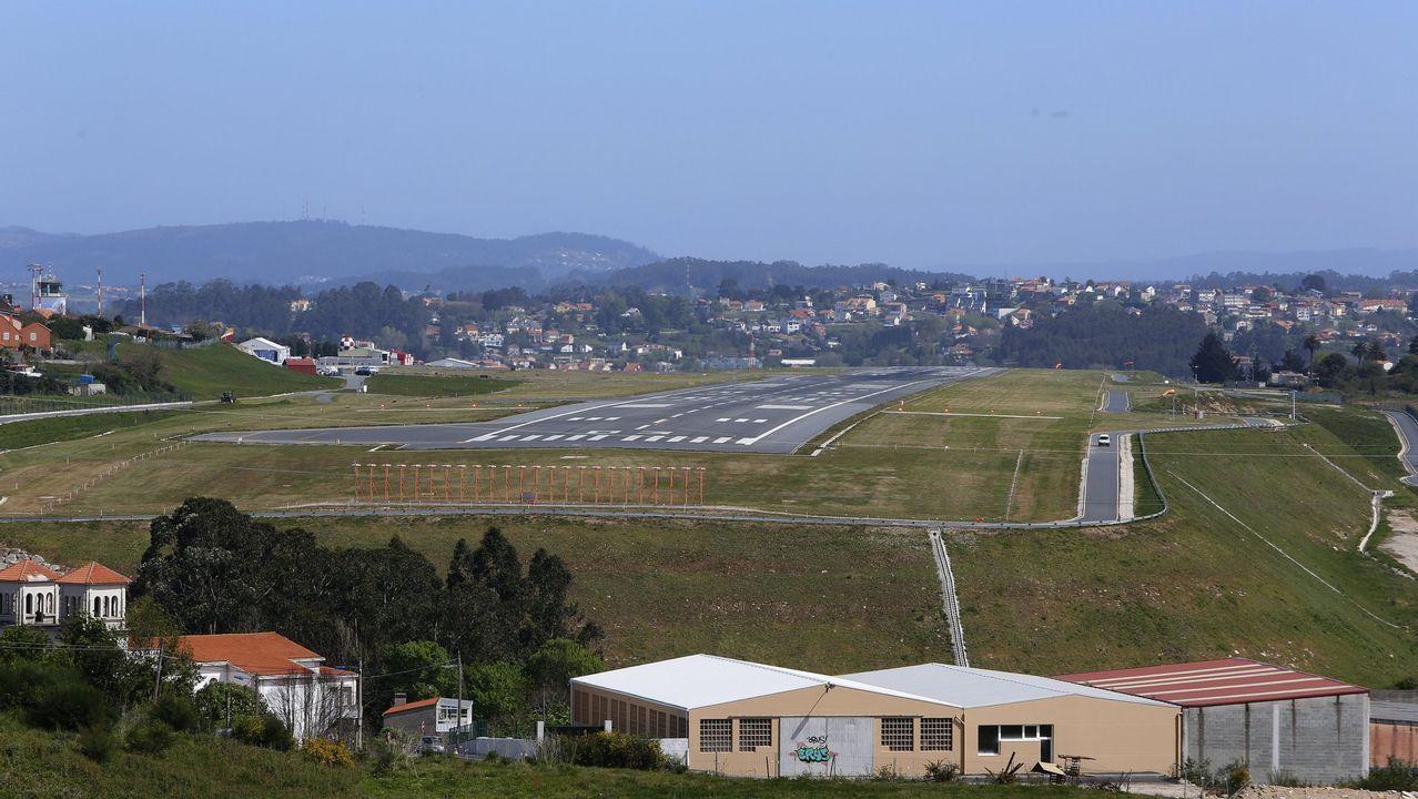 El 25 aniversario del aeredrómo militar de Lavacolla, en imágenes.La pista del aeropuerto de Asturias, desde la torre de control