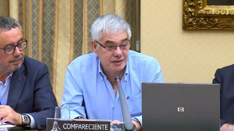 El maquinista del Alvia, durante su comparecencia en la comisión