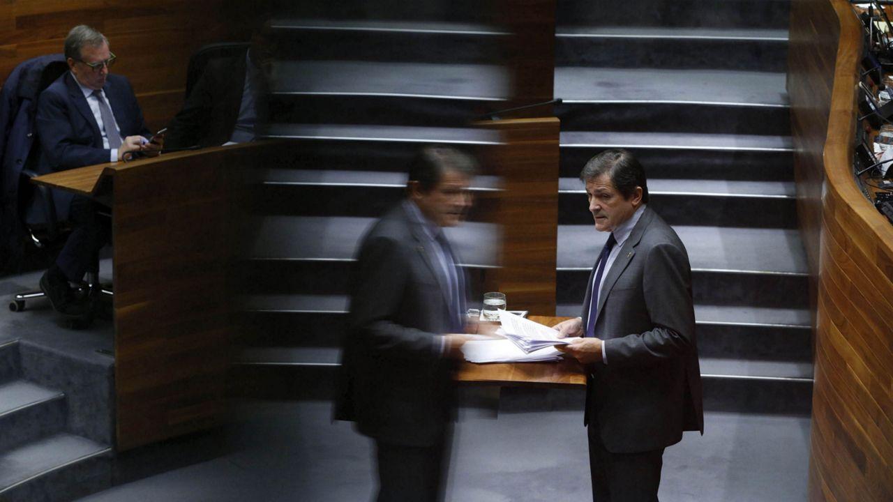El presidente del Principado, Javier Fernández, interviene desde la tribuna, ante el pleno de la Junta General.El presidente del Principado, Javier Fernández, interviene desde la tribuna, ante el pleno de la Junta General
