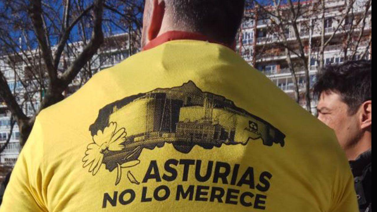 Imágenes de los primeros concentrados por Alcoa frente al Ministerio de Industria en Madrid