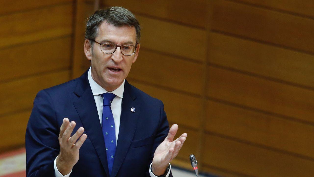 El exdiputado del BNG Francisco Jorquera, candidato a la alcaldía de A Coruña, con los trabajadores de Alcoa en el Parlamento