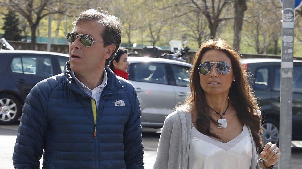 Centro penitenciario de Villabona.Paco González, acompañado de su mujer durante el juicio