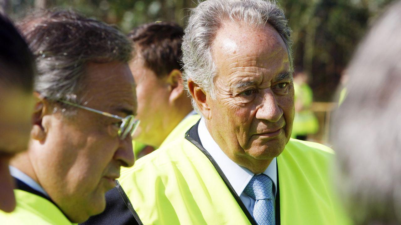 El presidente del Real Madrid y de ACS, Florentino Pérez, y el máximo responsable de OHL, Juan Miguel Villar Mir
