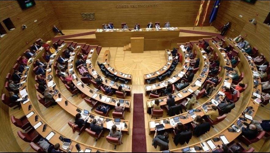 Casado anuncia que el PP recurrirá ante el TC los decretos convalidados en el Congreso.Roberto Fernández Llera