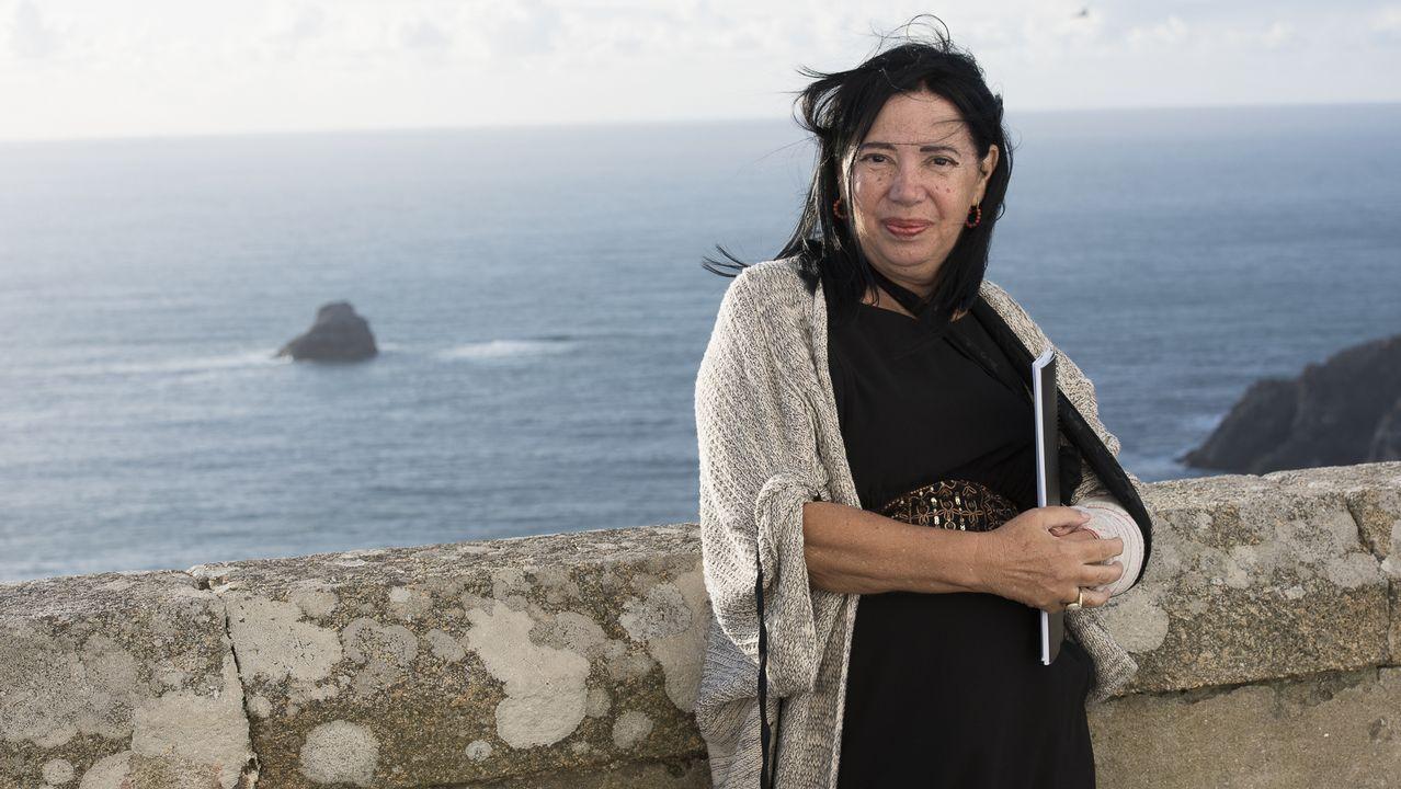 La emocionante ofrenda de Noemí Mazoy ante Rosalía de Castro