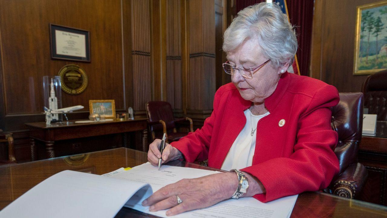 La gobernadora, Kay Ivey, deberá ratificar o no el proyecto de ley