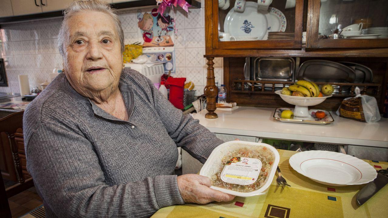 ¡Búscate en la comida de los mayores de Porto do Son!