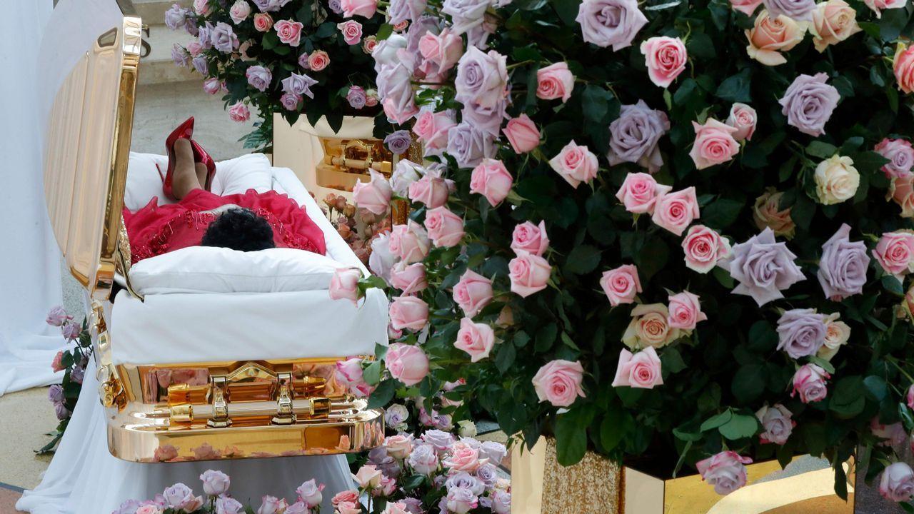 .Vista del ataúd de Aretha Franklin en el Museo de Historia Afroamericana Charles H. Wright en Detroit, Michigan. Aretha Franklin falleció de cáncer de páncreas avanzado el 16 de agosto a los 76 años