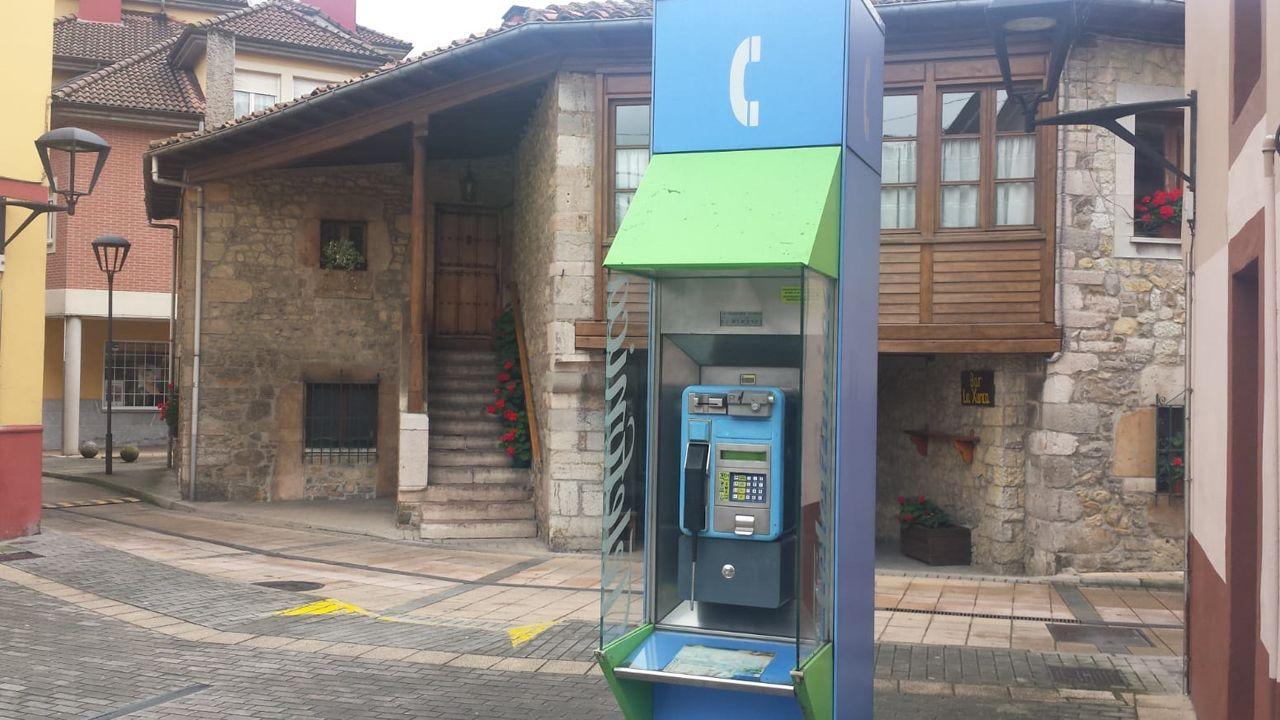 Cabina telefónica en Arriondas