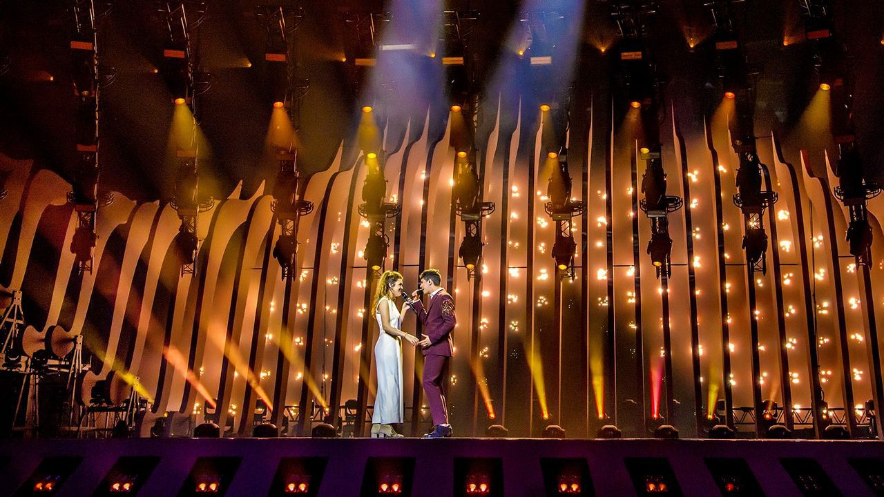Así desfilaron Amaia y Alfred por la alfombra azul de Eurovisión.Alexander Rybak, el representante noruego, cantando «How you write a song»