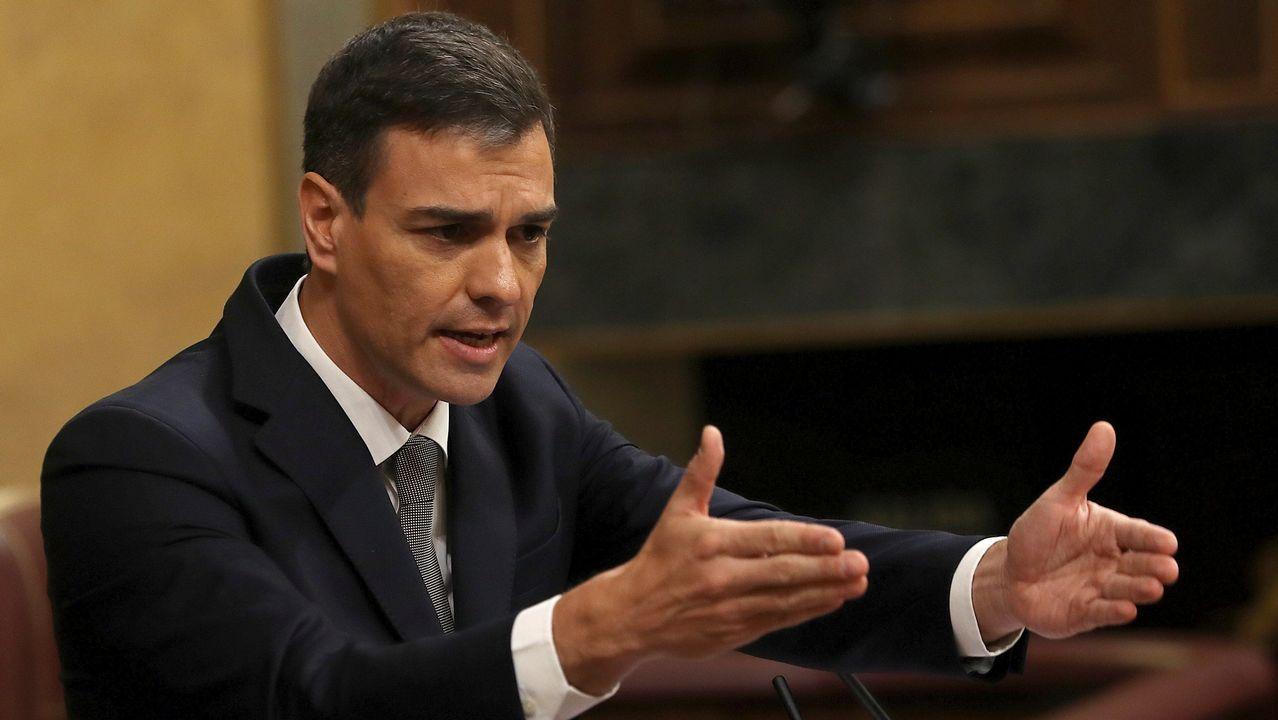 Agustín Iglesias Caunedo, en una junta local del PP de Oviedo.Pedro Sánchez en el Congreso