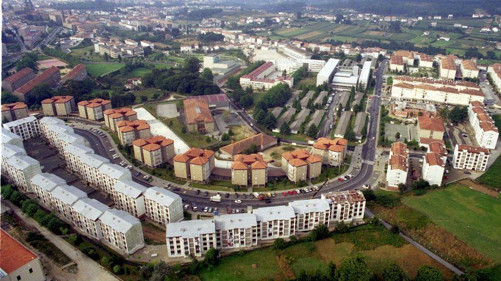 Con tres niños y al borde del desahucio en Vigo.Las grúas para la construcción de nuevos bloques de pisos vuelven a verse en las ciudades