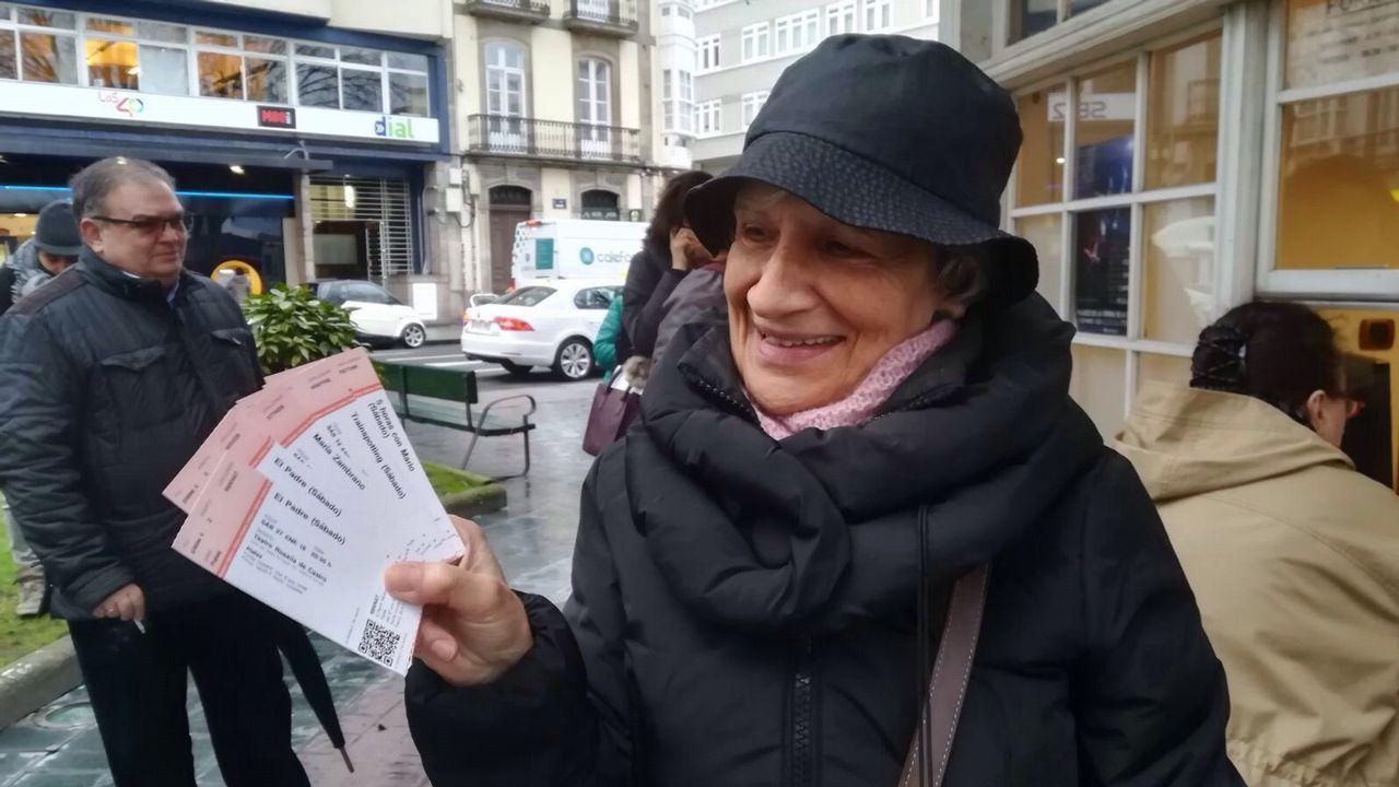 Colas en la plaza de Ourense para comprar entradas