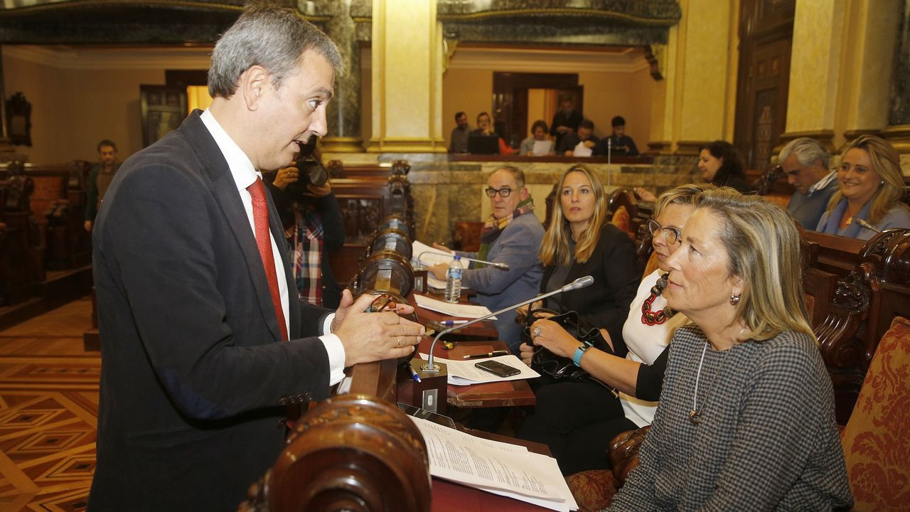 El presidente de Ciudadanos, Albert Rivera (d), y el vicepresidente del Congreso y portavoz de Ciudadanos Asturias, Ignacio Prendes (i)