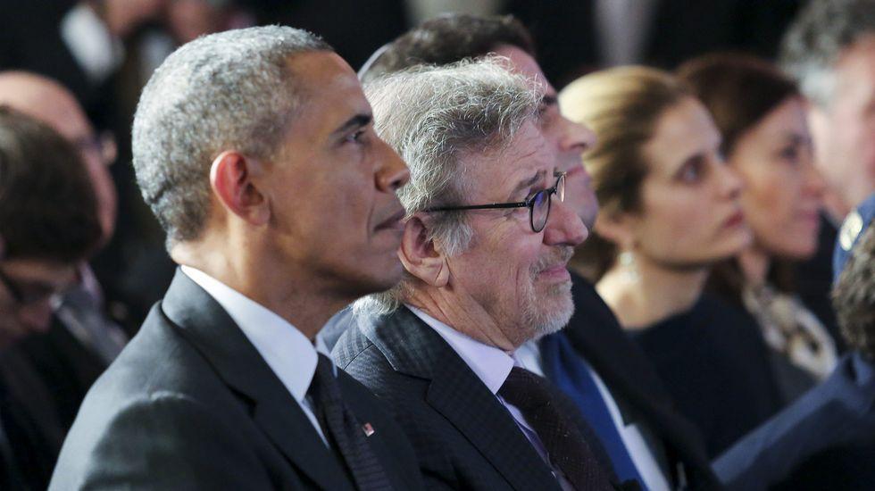 El director de cine Steven Spielberg, junto a Barack Obama, en un acto en recuerdo al Holocausto