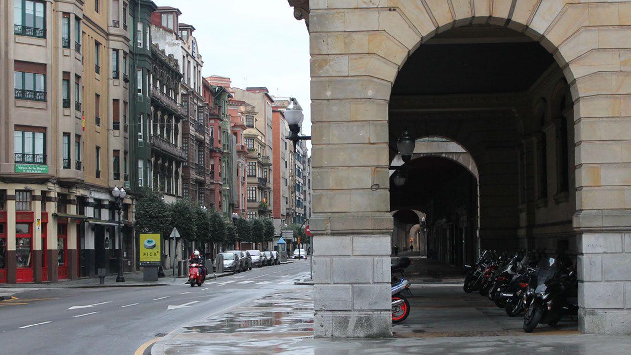 Las imágenes de la manifestación del 8M en Gijón.Calle Marqués de San Esteban, en Gijón