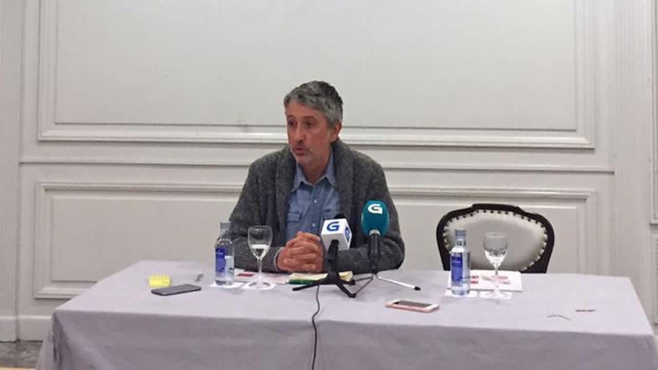 Los primeros chalecos amarillos se dejan ver en Galicia.Gonzalo Rodríguez, responsable del censo de En Marea