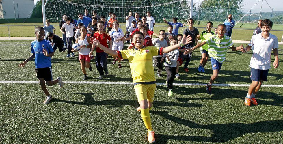 La idea es dotar a cada uno de los ochenta niños que pertenecen a la oenegé de una equipación de juego y otra de entrenamiento.
