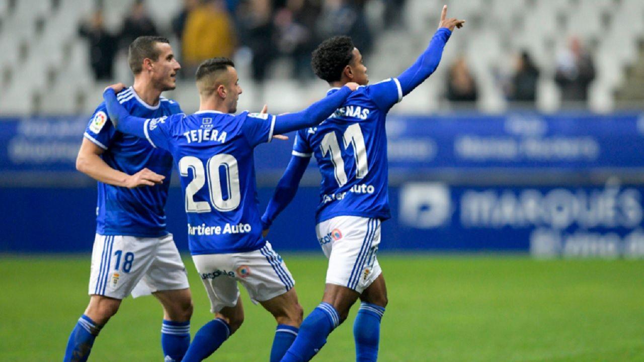 Gol Barcenas Christian Fernandez Tejera Real Oviedo Tenerife Carlos Tartiere.Christian, Tejera y Bárcenas celebran el gol del panameño ante el Tenerife