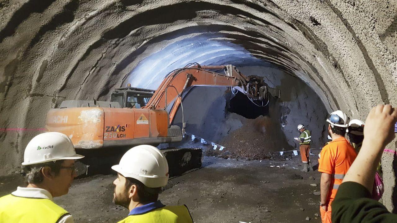 .El túnel de Cerdedelo, en su vía derecha, que discurre por Laza, fue concluido este jueves