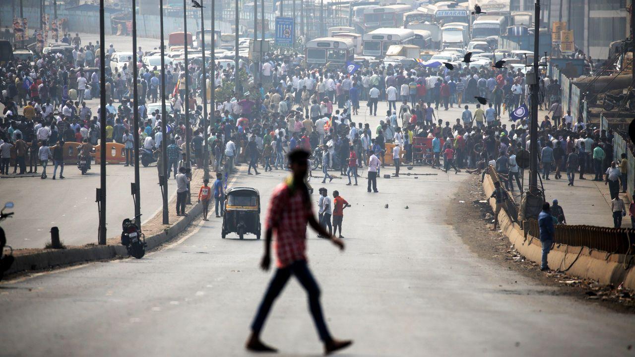 Protesta en Bombay por las agresiones de grupos radicales hindúes que el lunes causaron la muerte de un joven