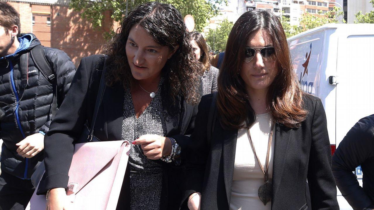 La jueza del caso Cifuentes investiga también el máster de Pablo Casado.Clara Souto, a la derecha de la imagen, una de las profesoras que denunciaron que sus firmas habían sido falsificadas en el caso del máster de Cristina Cifuentes