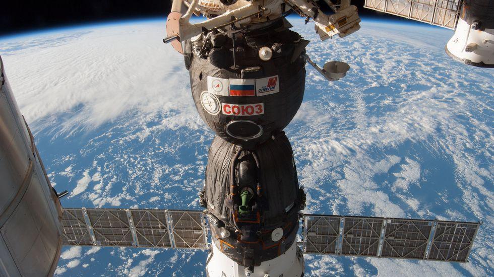 La Galápagos de los pobres.A nave rusa Soyuz TMA-11M orbita arredor da Terra