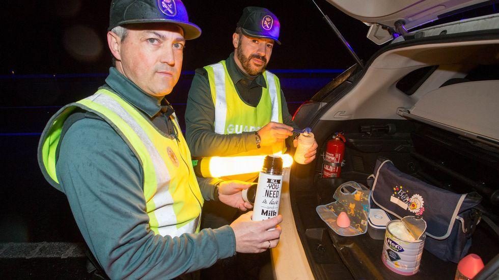 Víctor González y Javier Saavedra no dudaron en ayudar a un conductor con el biberón de su hija